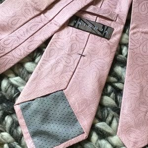 Insignia by Sigvaris Accessories - NSIGNIA Valentine Baby Pink Paisley Silk Tie